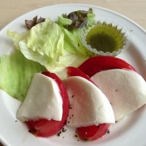 フレッシュトマトのカプレーゼ