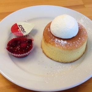 ホットケーキのバニラアイス添え